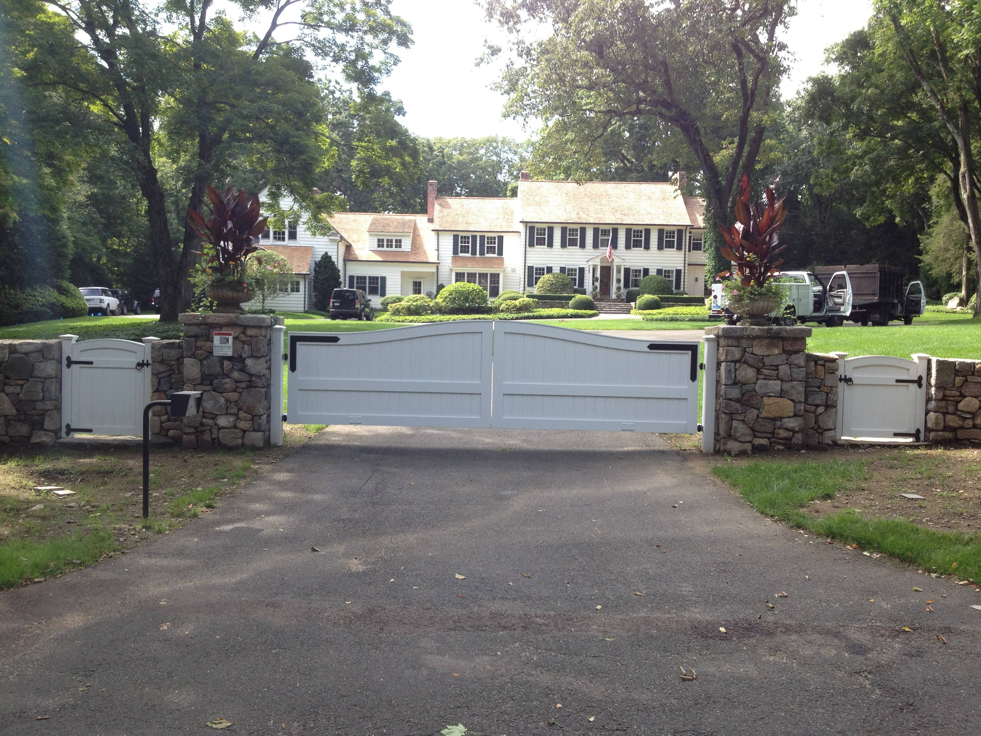 New Canaan Ct Riverside Fence