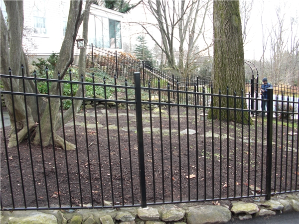 Staggered Picket Aluminum Fence In Westport Ct