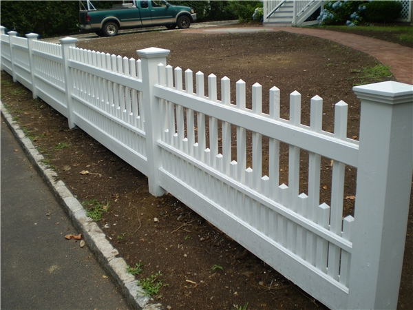 Residential Wood Staggered Ct Picket Fence In Norwalk Ct