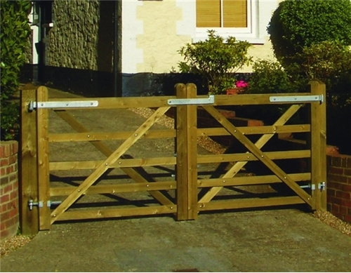 English Country Gate Riverside Fence